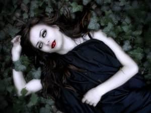 Як стати дівчиною вампіра