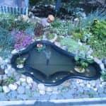 Рукотворне озерце з пластикової форми